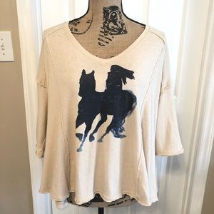 Free People graphic swingy distressed top size XS.